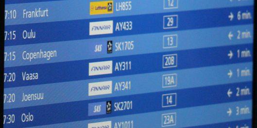 Lähtevät ja saapuvat lennot lentoasemalla